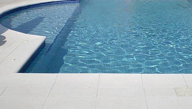 Borda em l at rmica piscina office revest for Piscina em l